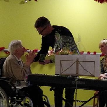 Mme Poujol fête ses 100 ans à l'EHPAD de l'Oustalet